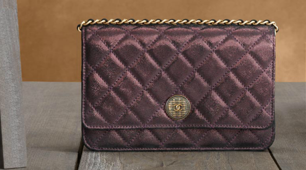 Chanel-wallet-in-iridescent-lambskin-with-a-long-chain-and-tartan-button-1
