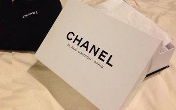77afb0cb78aad4 Chanel Box Black Or White? | Bragmybag