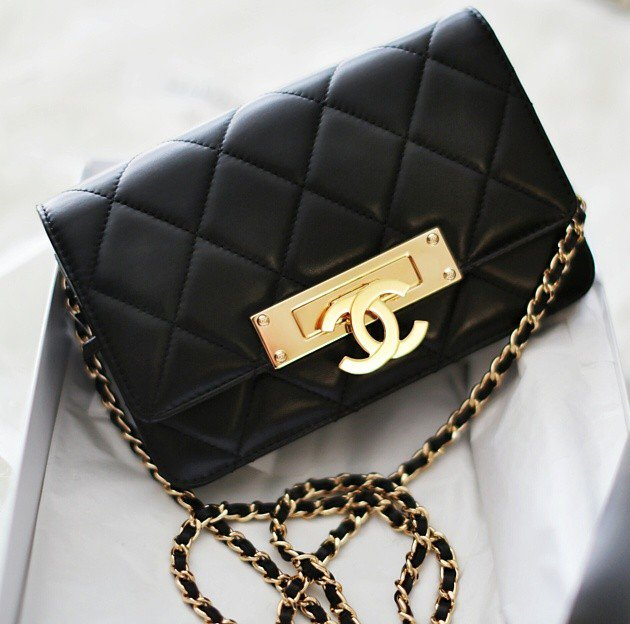 Chanel-Gold-Class-Double-CC-black