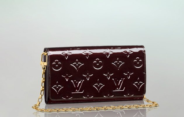 louis-vuitton-chain-wallet-amarante