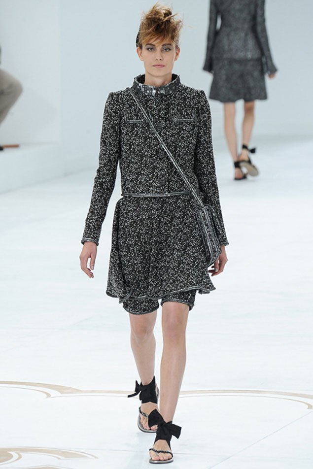 Chanel-Fall-Winter-2014-Couture-Show-featuring-New-Bags-3