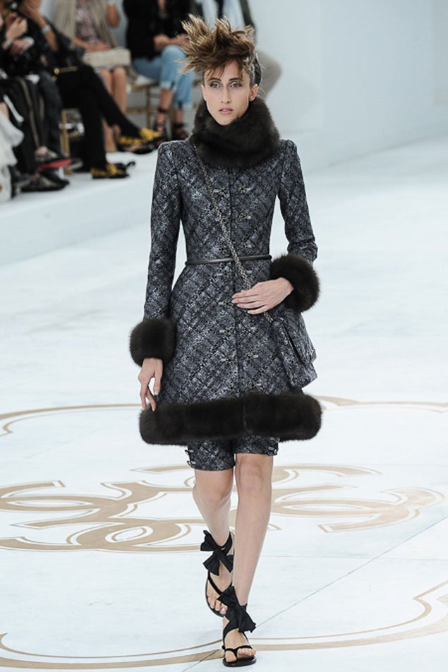 Chanel-Fall-Winter-2014-Couture-Show-featuring-New-Bags-9