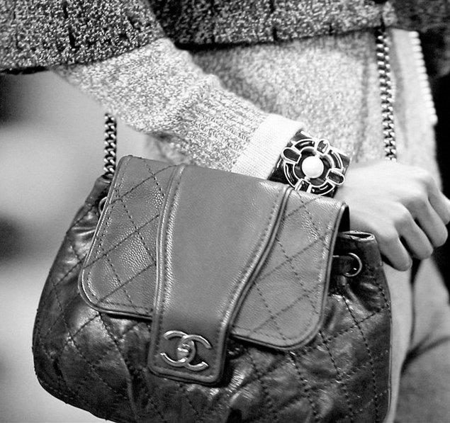 Chanel-Messenger-Bag-Calfskin-2