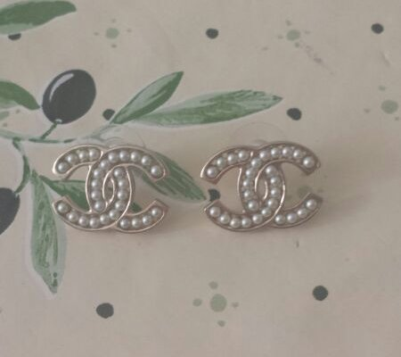 chanel-little-pearl-earrings-2