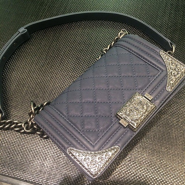 Chanel-Boy-Flap-Bag-with-Metal-Edges-grey-2