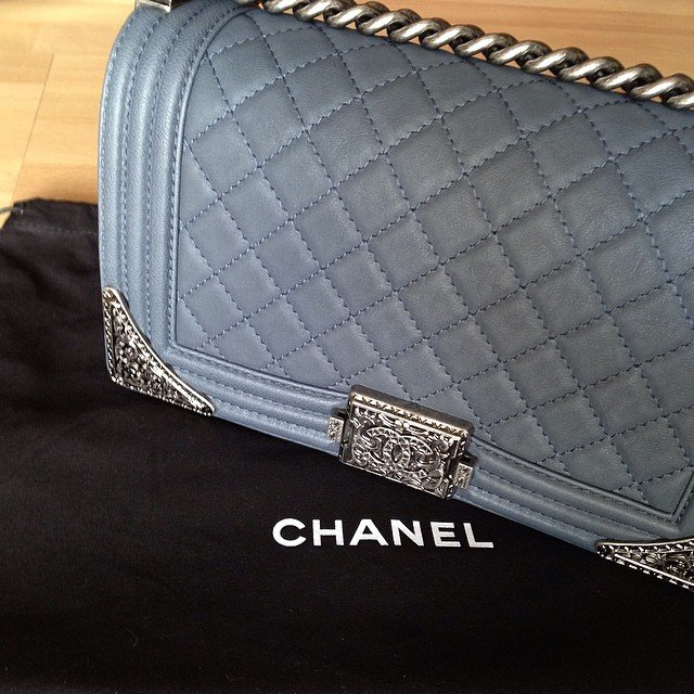 Chanel-Boy-Flap-Bag-with-Metal-Edges-grey