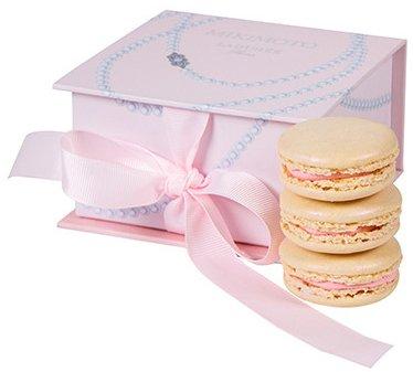 Laduree-x-Mikimoto-lychee-rose-macarons-Sandwich-2
