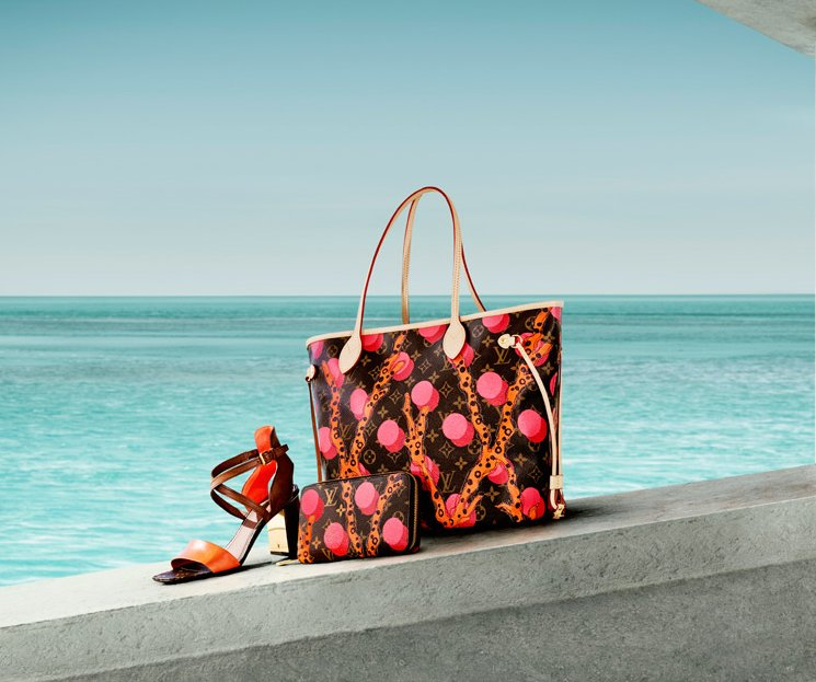 Louis-Vuitton-V-Bag-Ad-Campaign-5