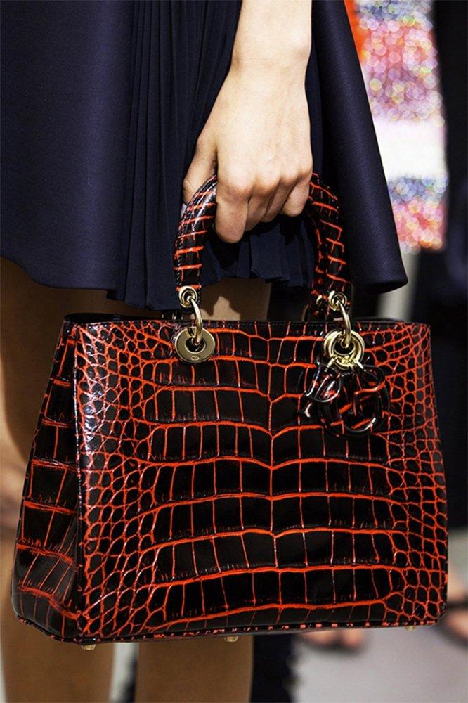 Как отличить подделку сумки Christian Dior от