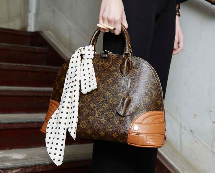 Louis-Vuitton-Fifteen-Girls-Descending-A-Staircase-Bag-Collection-9