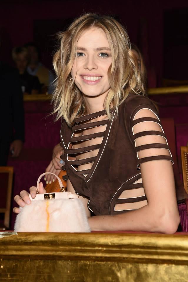 How-Celebrities-Carry-Fendi-Bags-in-Paris-10