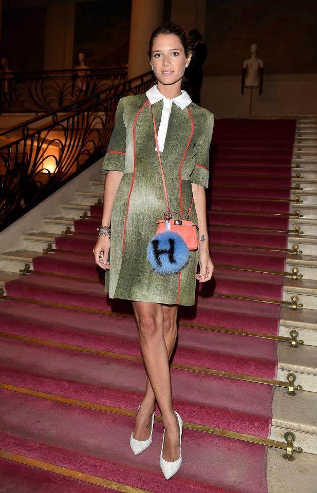How-Celebrities-Carry-Fendi-Bags-in-Paris-6
