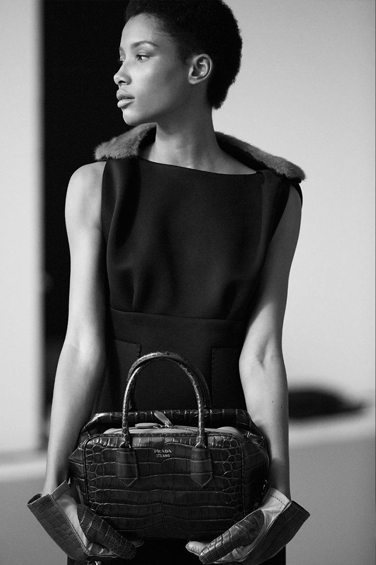 The-Prada-Inside-Bag-Modeling-10