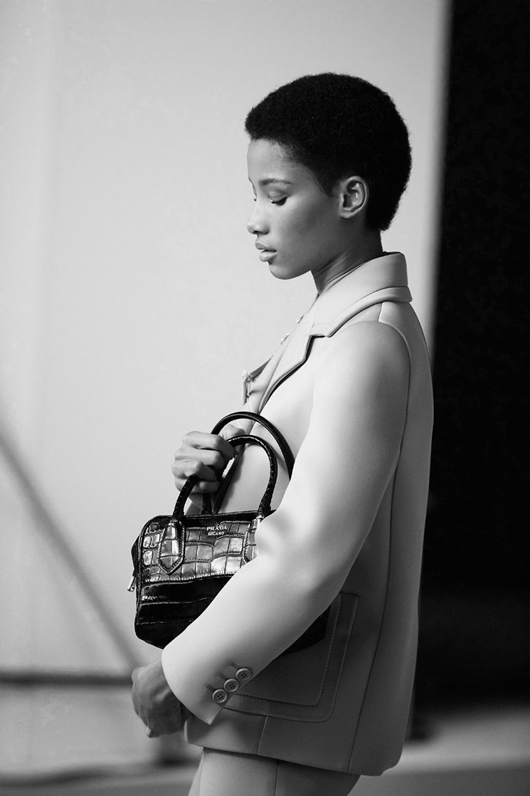 The-Prada-Inside-Bag-Modeling-9
