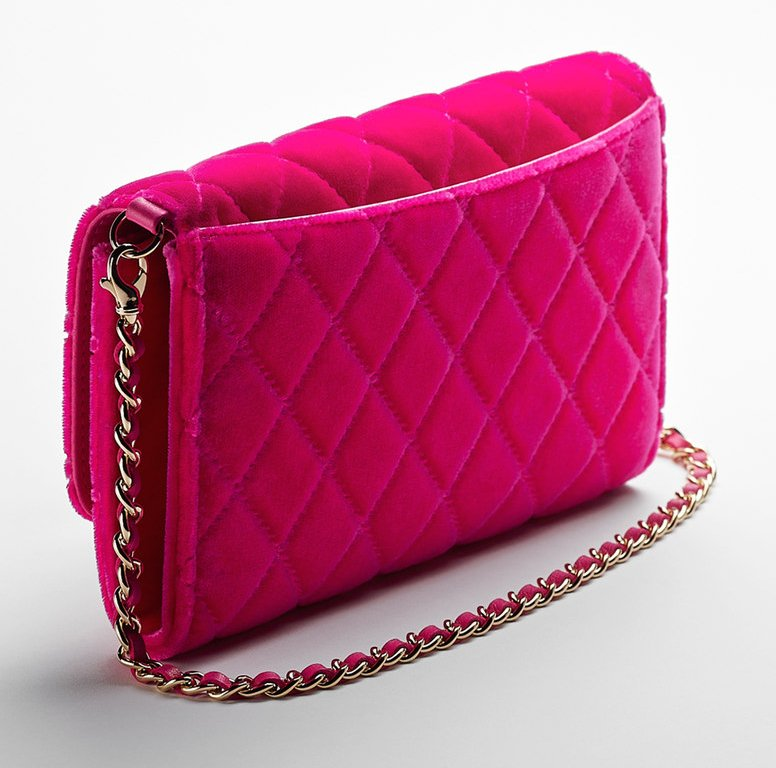 dd445a31fec632 Chanel Small Velvet Pouch With A Removable Chain | Bragmybag