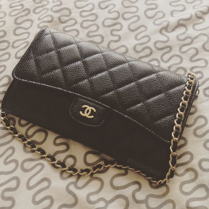 Shopping-with-Ninar-Chanel-Small-Caviar-Pouch-with-Chain