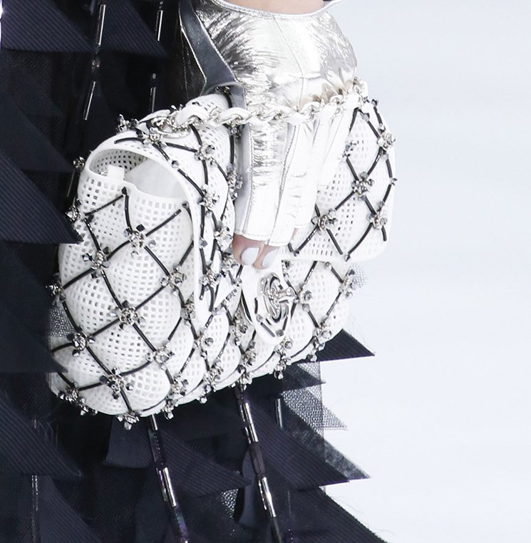 Chanel-Spring-Summer-2016-Runway-Bag-Collection-Featuring-Quilted-Mini-Luggage-Shoulder-Bag-21
