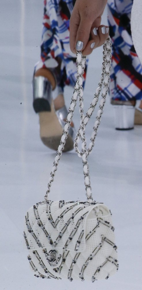 Chanel-Spring-Summer-2016-Runway-Bag-Collection-Featuring-Quilted-Mini-Luggage-Shoulder-Bag-3
