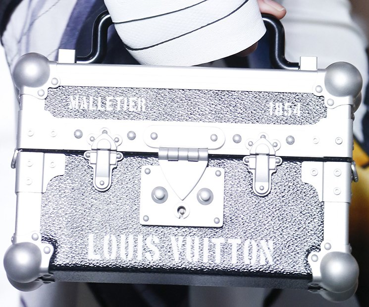 Louis-Vuitton-Spring-Summer-2016-Runway-Bag-Collection-Featuring-The-New-Petite-Malle-Bag-10