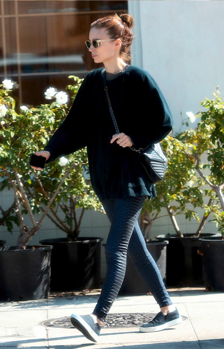 How-Celebrities-Carry-The-Saint-Laurent-Classic-Monogram-Bags-3