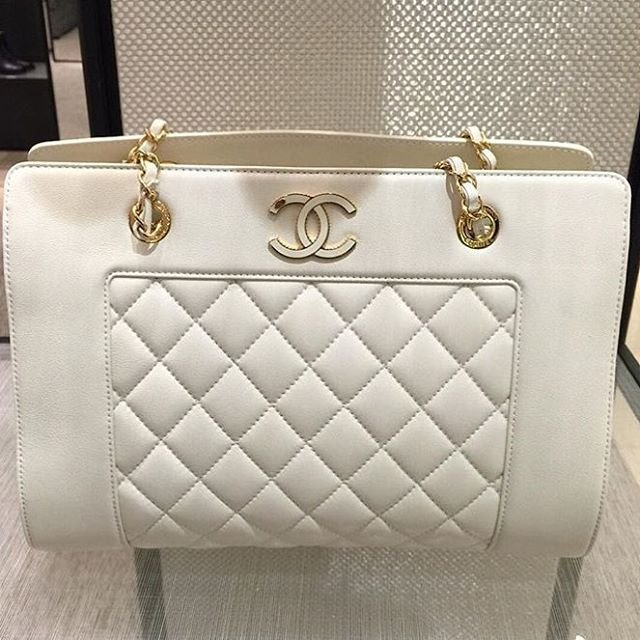 A-Closer-Look-Chanel-Mademoiselle-Shopping-Bag