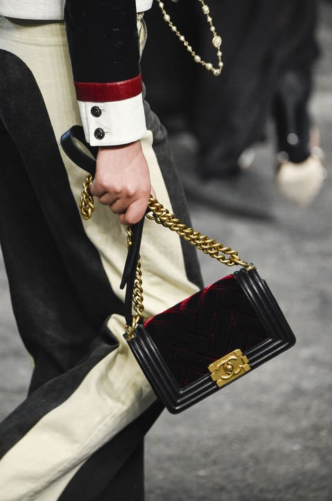 Chanel-Métiers-d'Art-Pre-Fall-2016-Runway-Bag-Collection-Preview-2-7