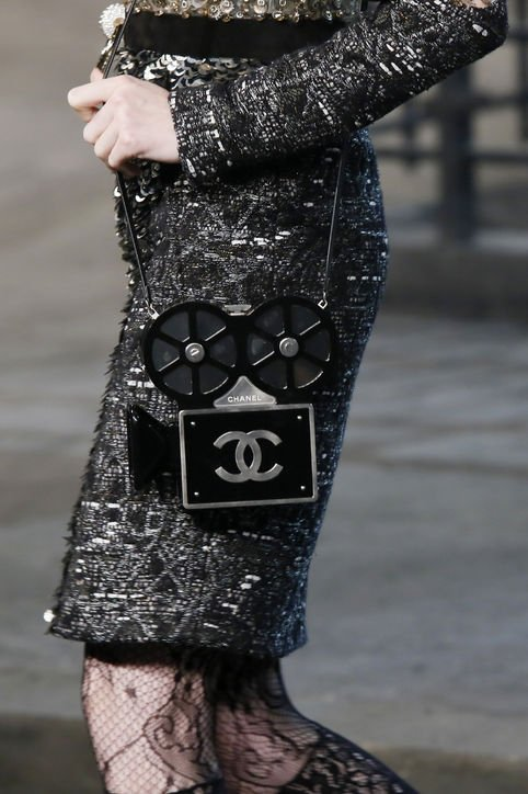 Chanel-Métiers-d'Art-Pre-Fall-2016-Runway-Bag-Collection-Preview-2-8