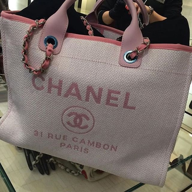 Chanel-Deauville-Tote-Bag-For-Cruise-2016-Collection-6
