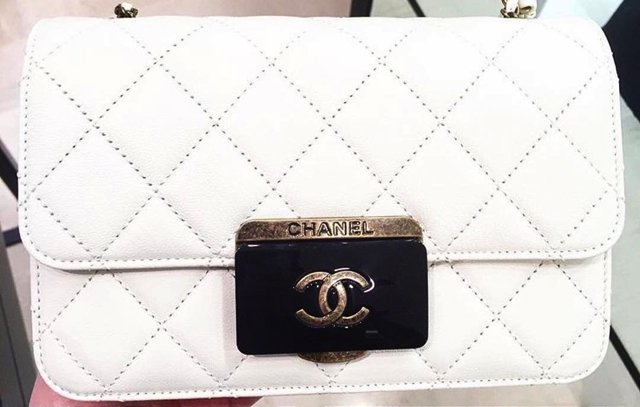 Chanel-Quilted-CC-Plate-Flap-Bag-white-2