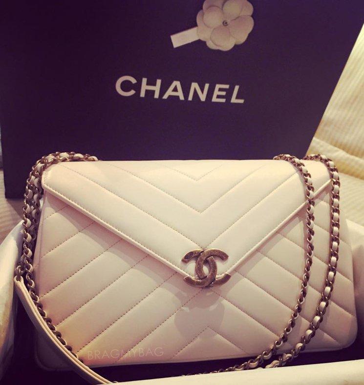 Chanel-White-Vintage-Chevron-Flap-Bag