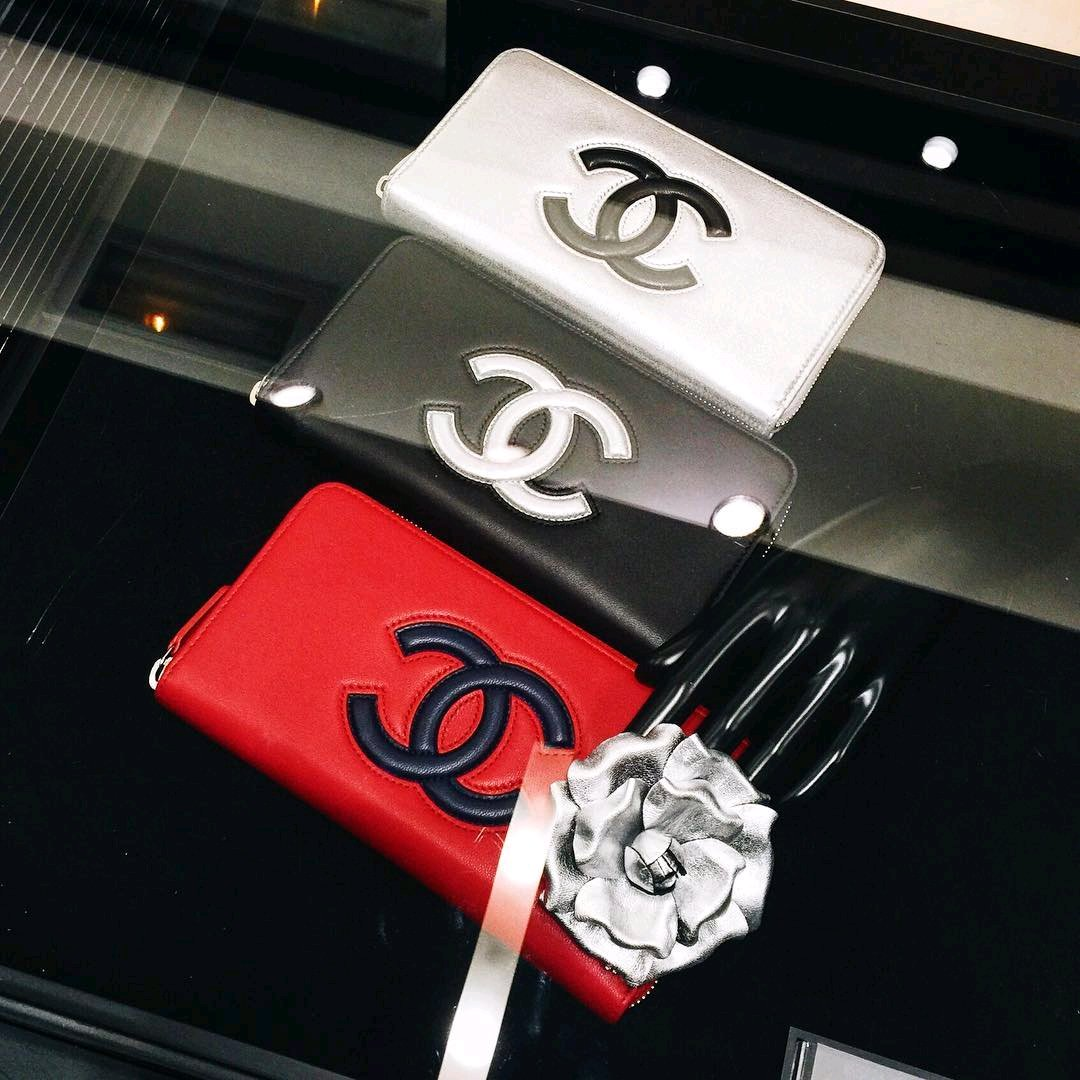 Chanel-Bicolor-Timeless-CC-Zipped-Wallets