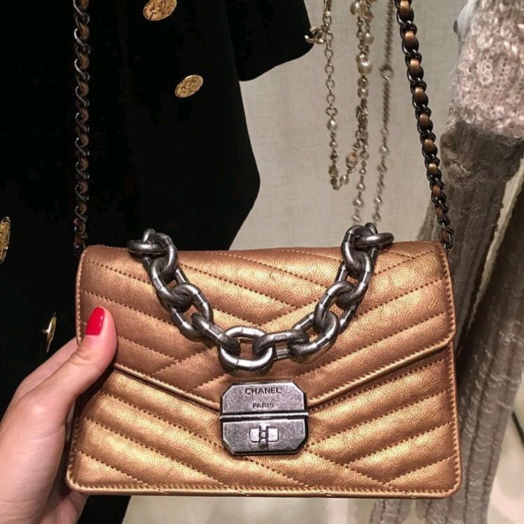 A-Closer-Look-Chanel-Chevron-Envelope-Shoulder-Bag