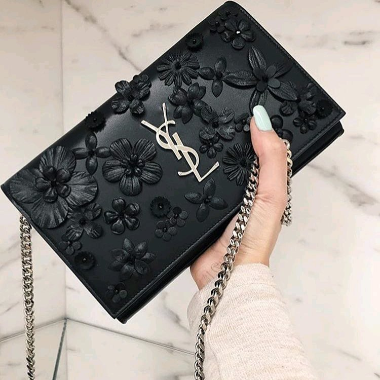 Bilderesultat for ysl wallet on chain