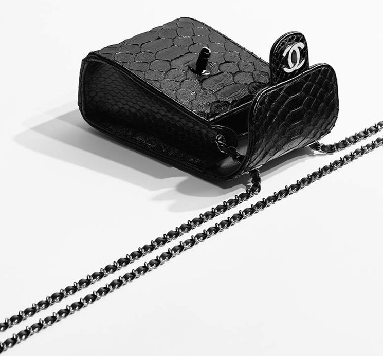 Chanel-Squared-Wallet-On-Chain-4