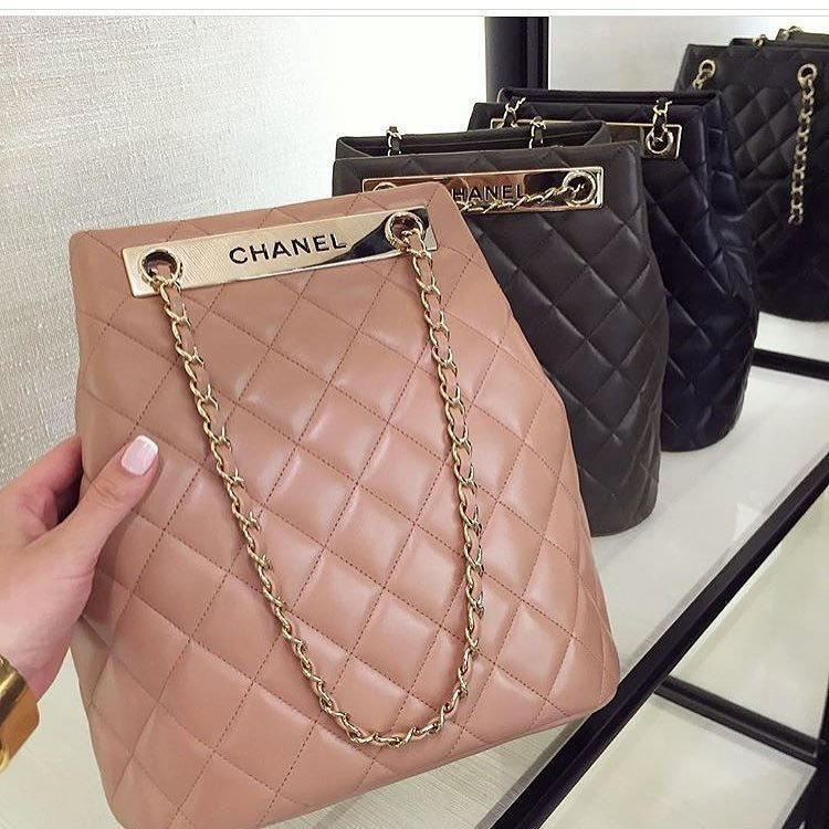 A-Closer-Look-Chanel-Trendy-CC-Drawstring-Bag