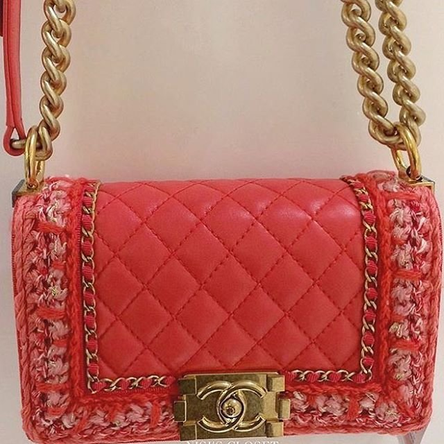 boy-chanel-quilted-knit-around-bag