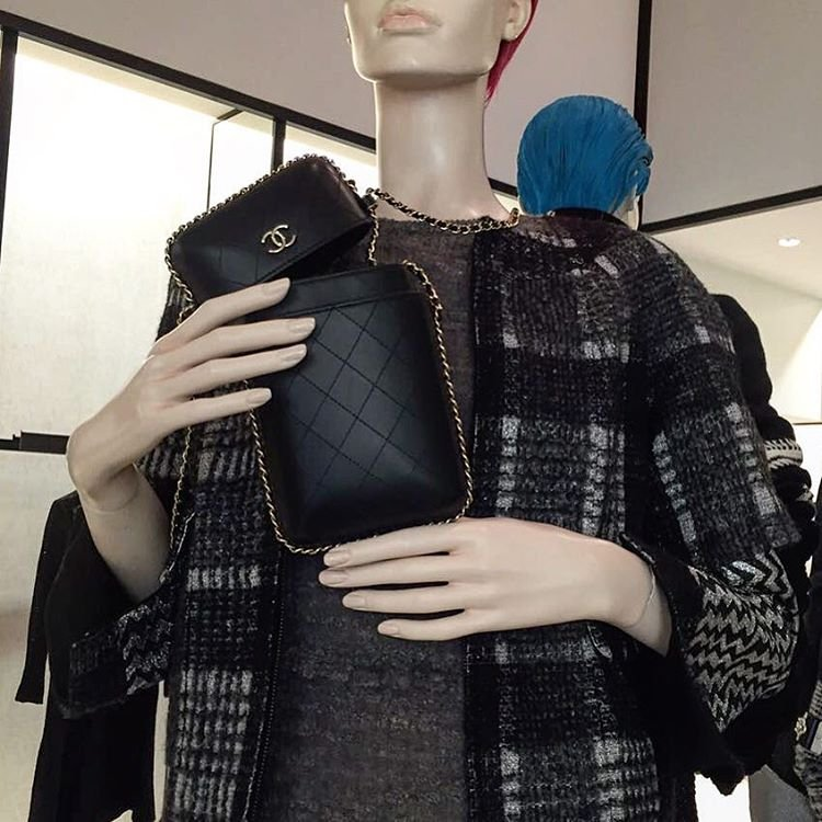 73defd8abd4d61 A Closer Look: Chanel Chain Around Phone Holders | Bragmybag