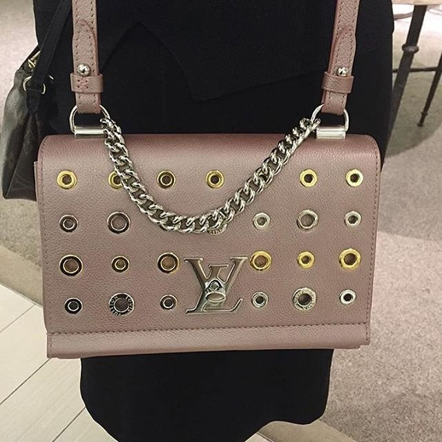 a-closer-look-louis-vuitton-lock-me-ii-eyelets-bag-2