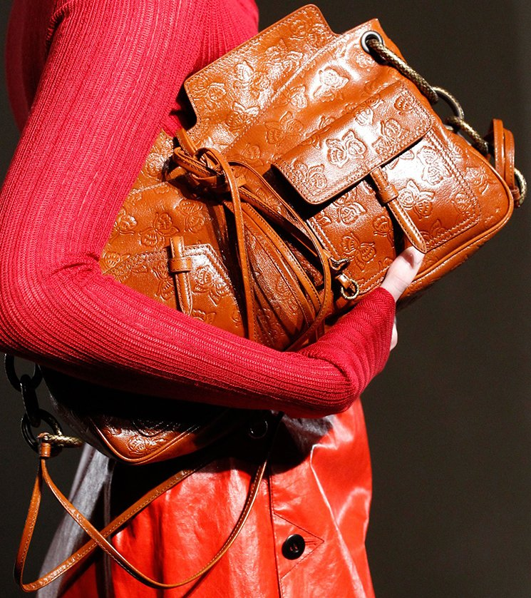bottega-veneta-spring-summer-2017-runway-bag-collection-featuring-new-chic-bags-11