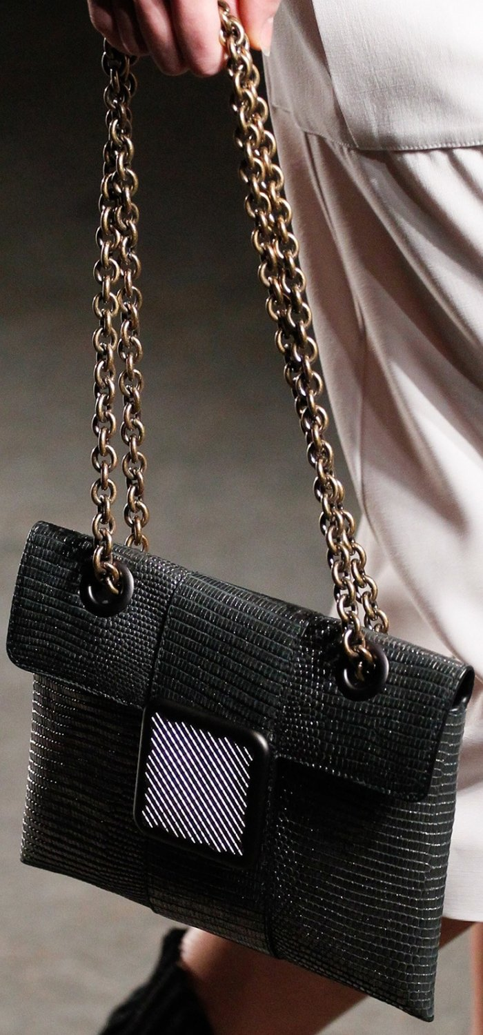 bottega-veneta-spring-summer-2017-runway-bag-collection-featuring-new-chic-bags-22