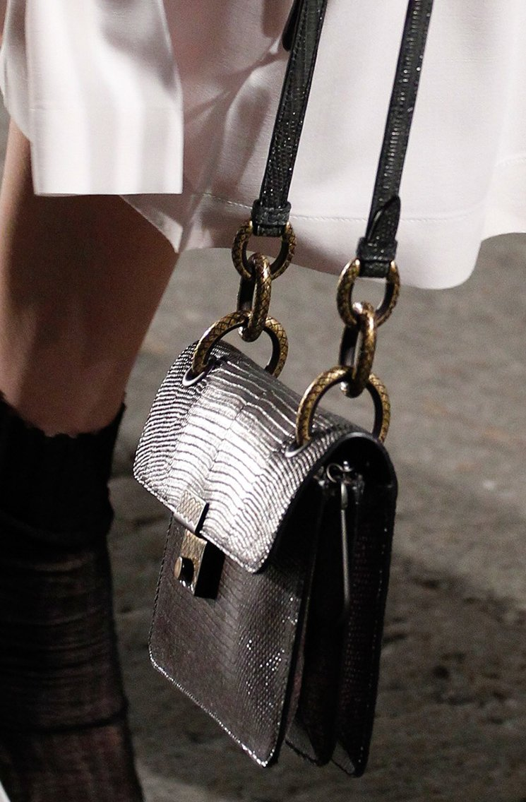 bottega-veneta-spring-summer-2017-runway-bag-collection-featuring-new-chic-bags-24