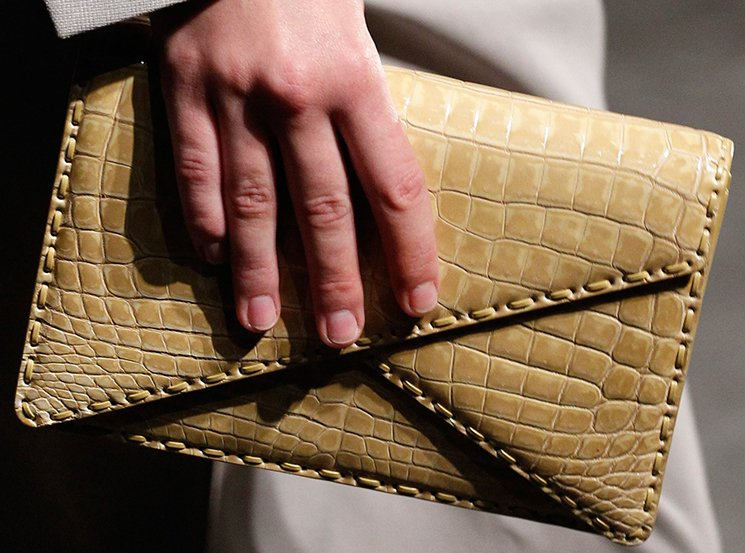 bottega-veneta-spring-summer-2017-runway-bag-collection-featuring-new-chic-bags-30