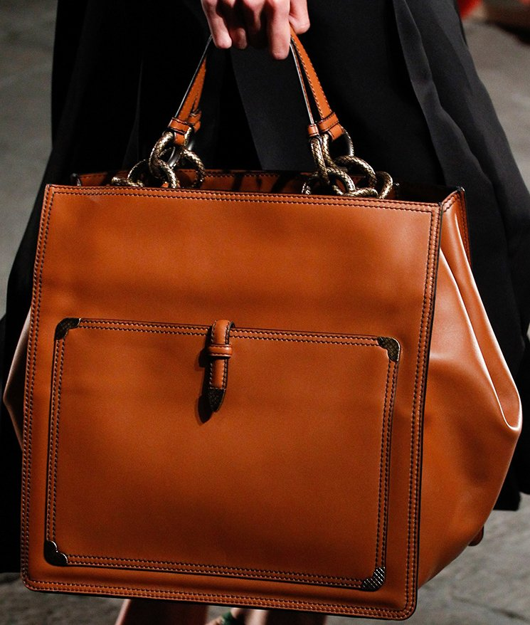bottega-veneta-spring-summer-2017-runway-bag-collection-featuring-new-chic-bags-33