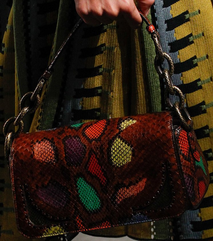 bottega-veneta-spring-summer-2017-runway-bag-collection-featuring-new-chic-bags-35