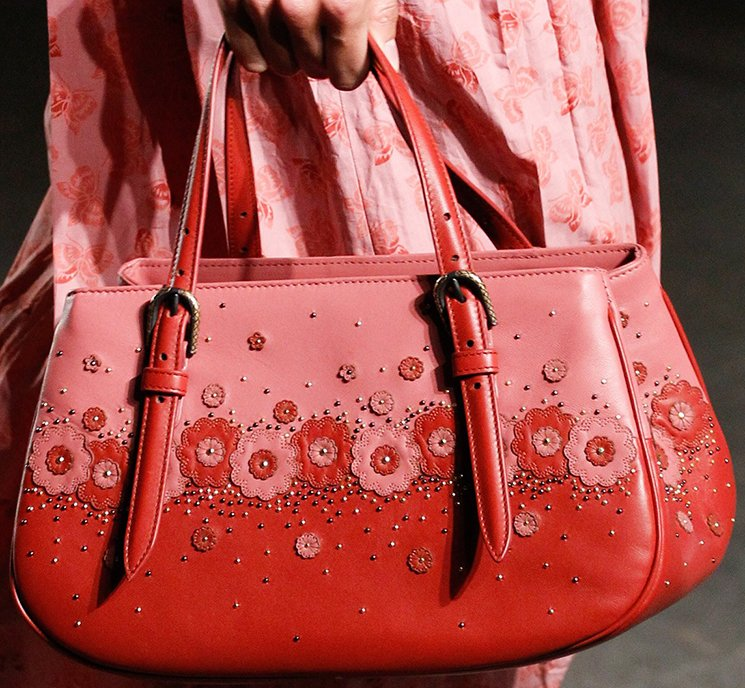 bottega-veneta-spring-summer-2017-runway-bag-collection-featuring-new-chic-bags-48