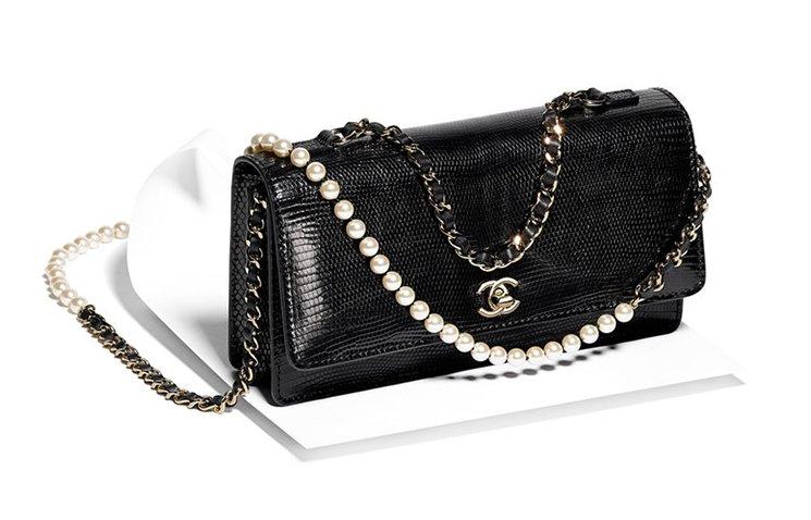 chanel-fantasy-pearls-flap-bag-4