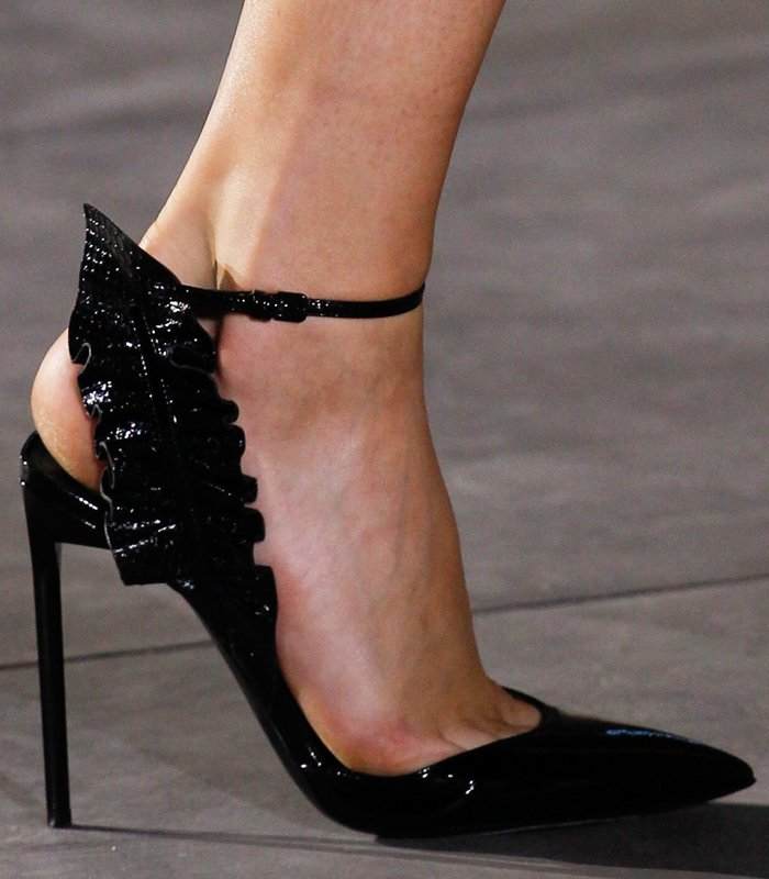 saint-laurent-feather-pumps-8