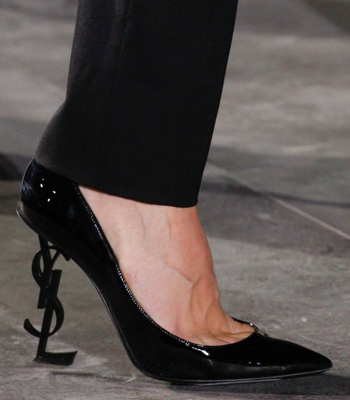 saint-laurent-signature-pumps