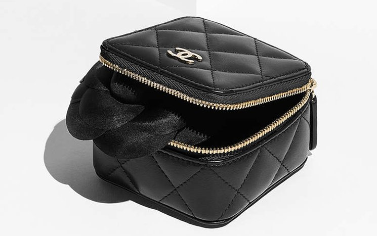 chanel-small-quilted-pouch-2