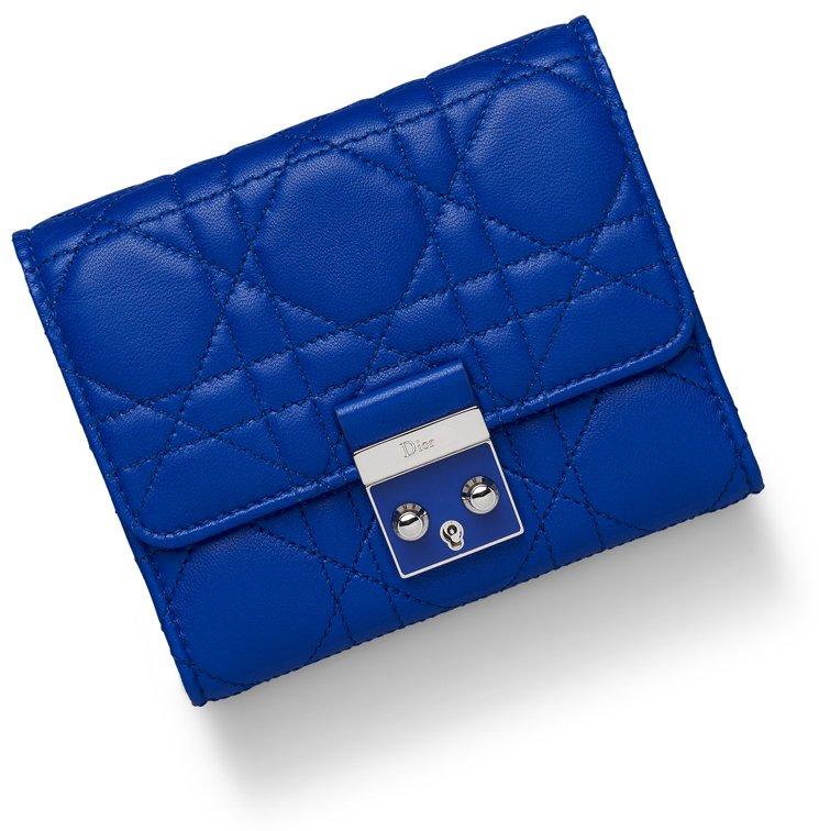 miss-dior-envolee-wallet-6